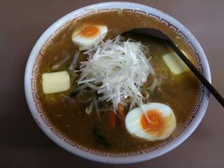 越谷市場にあるラーメン屋美松のスペシャルみそ(太麺・玉子・バター)¥700