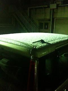 越谷でも雪が降って車のルーフが真っ白になった