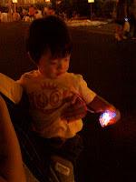 子どもにはおもちゃとお菓子のプレゼントがあった。