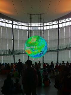 日本科学未来館常設展示のシンボル展示Geo-Cosmos