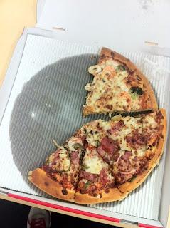 会社でCFOから皆さんへピザのお届け