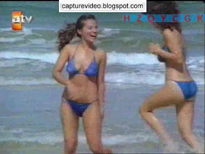 bahar öztan mavi bikinili
