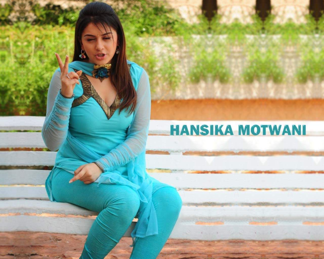 bollywood artis movies wallpapers: actress hansika motwani hot