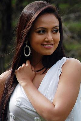 actress sana khan hot pics