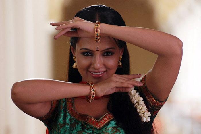 sana khan actress pics