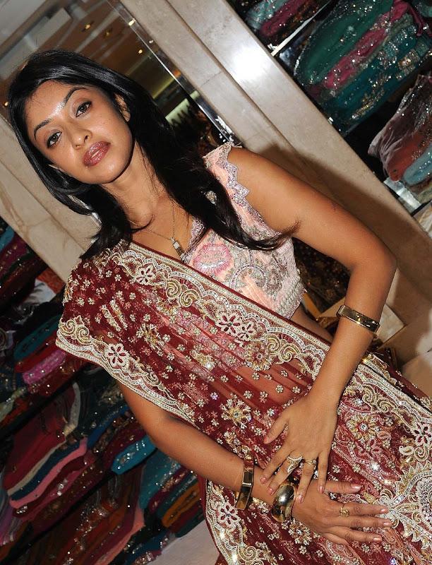 Actress Payal Gosh Hot Stills cleavage