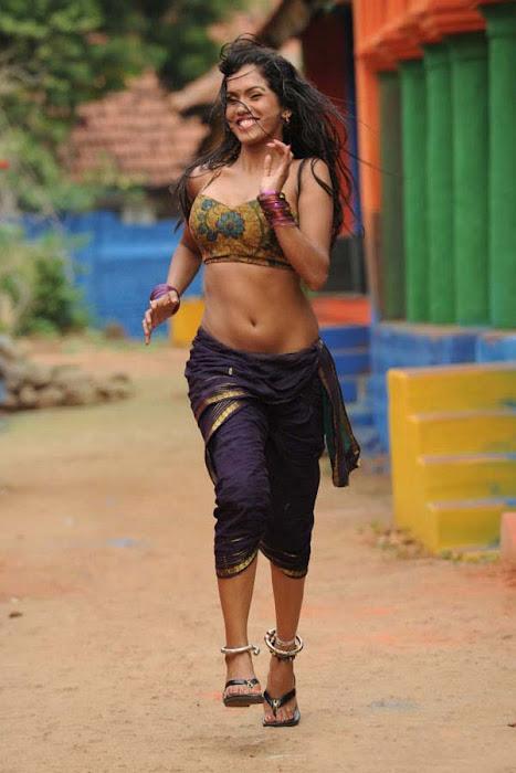item girl pooja actress pics