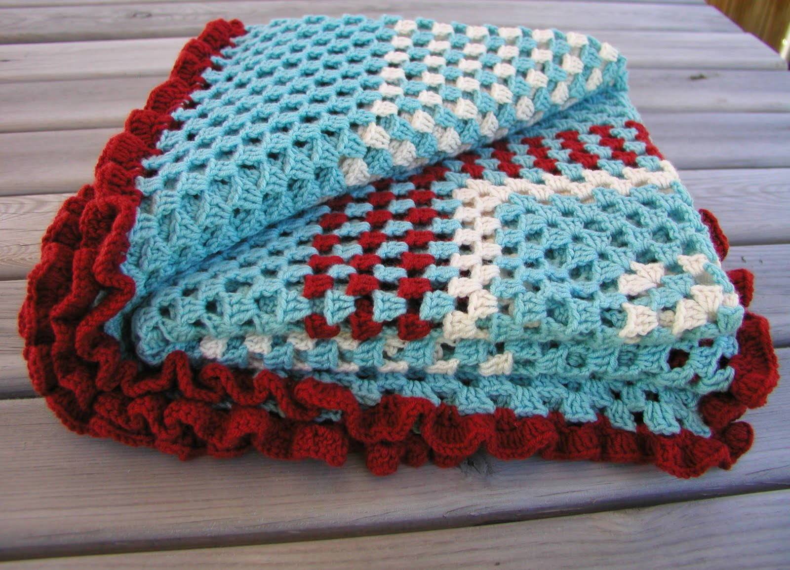 Free Crochet Pattern Ruffle Edging : Hand Knitted Things: Crochet Ruffle Throw