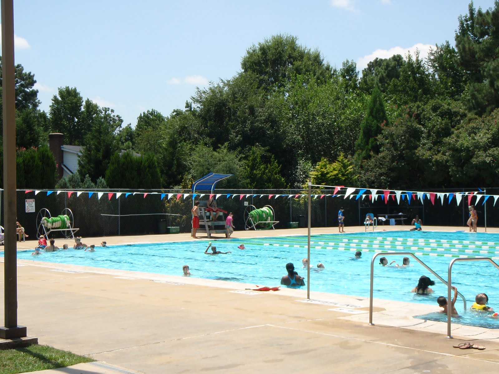 Lake Johnson Pool And Sprayground A Guide For Parents In The Triangle Region Of Nc Mom In