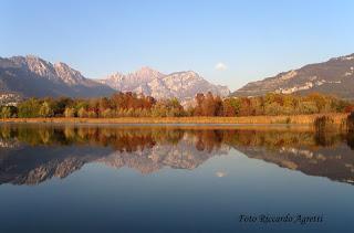 Lago di Annone in autunno