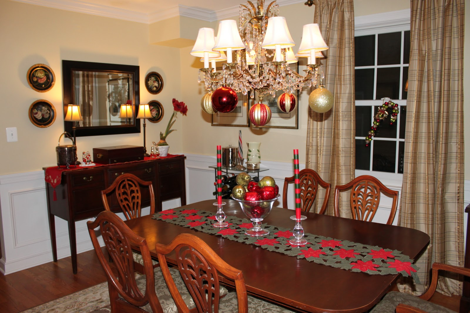 Houseography holidayography our budget christmas dining room for Dining decoration pictures