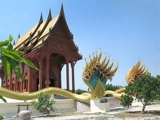 Wat Khao Tham Khun Bundai
