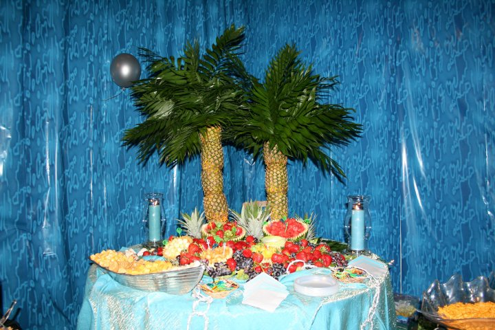 how to make a pineapple palm tree fruit display