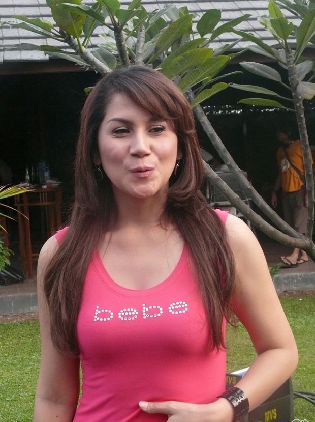 House Horny: Marini Zumarnis Bokong and Dada Sexy