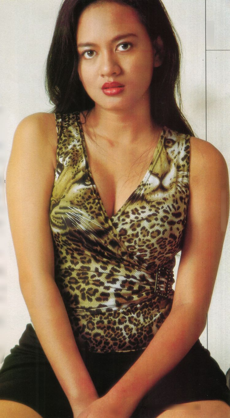 Yeyen Lidya Hot