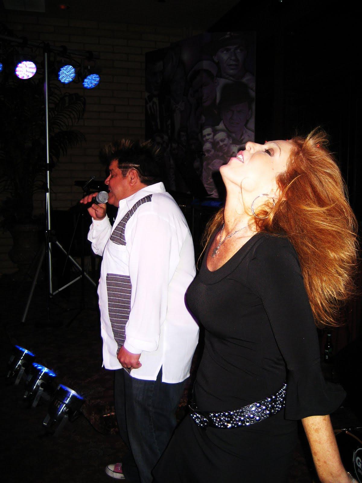 http://4.bp.blogspot.com/_8nYbd_HLh2s/S-NMWxf3qgI/AAAAAAAABcM/SuVdwruKYBg/s1600/5-3-20+open+mic+063.JPG