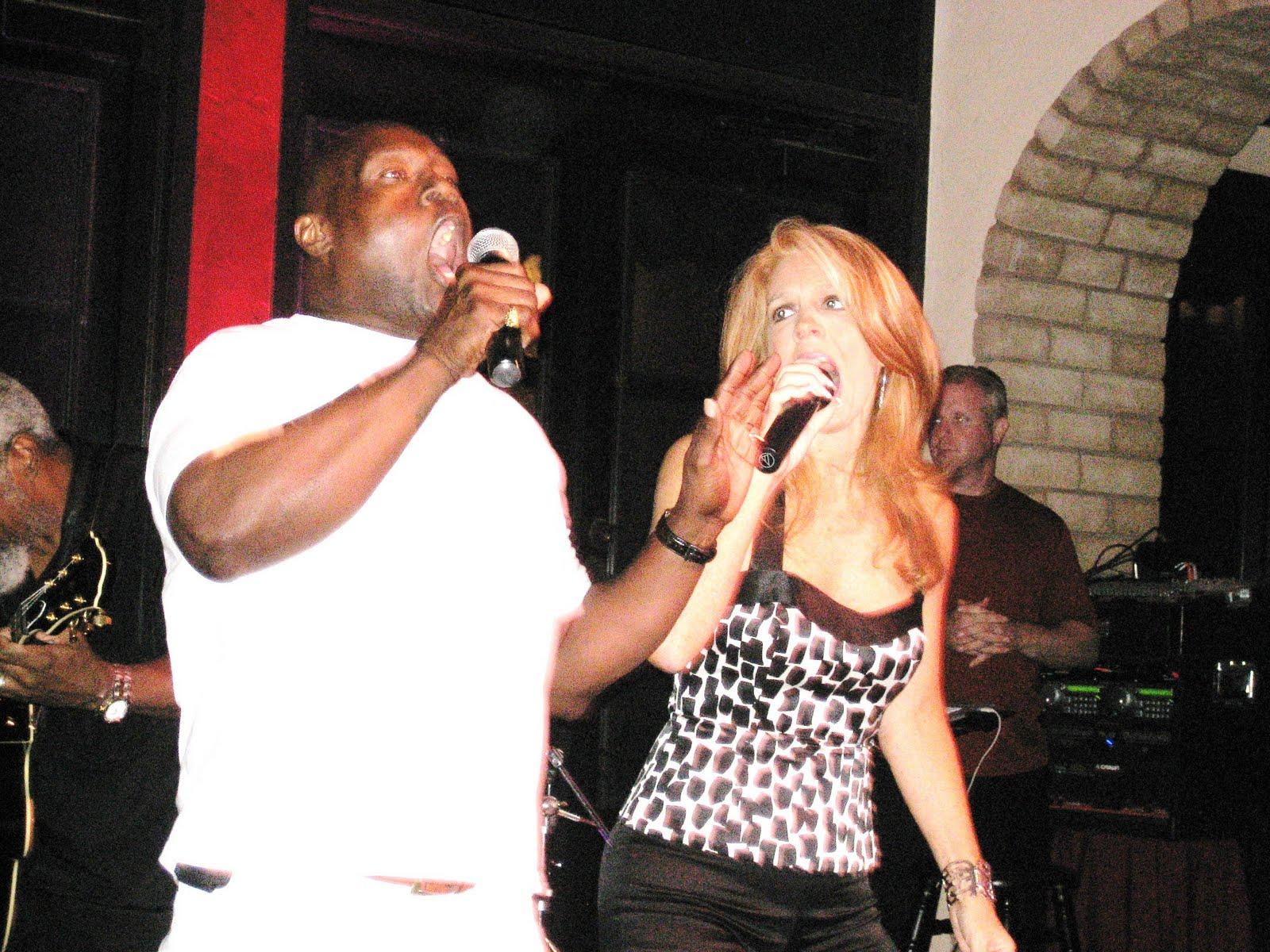 http://4.bp.blogspot.com/_8nYbd_HLh2s/TFSvdz0-O6I/AAAAAAAACWw/l425XdRtMnU/s1600/July+26+open+mic+047.JPG