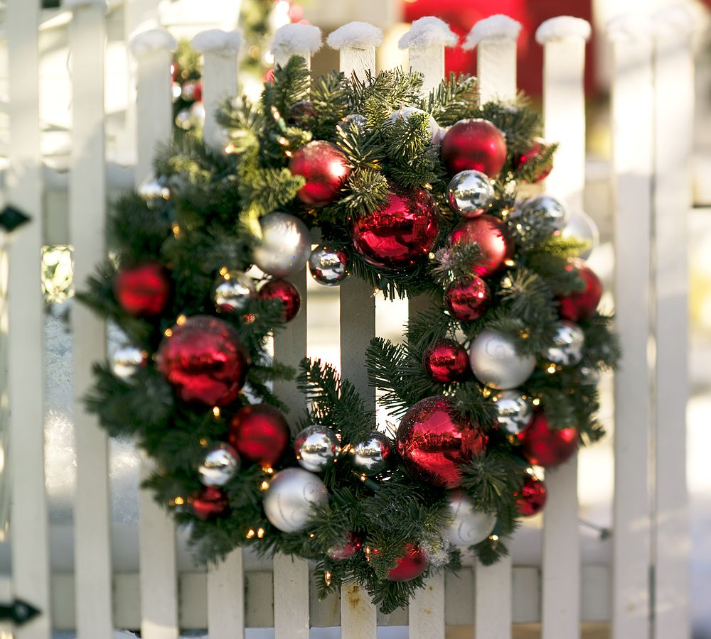 Bon march diy holiday wreaths for Outdoor christmas decoration ideas