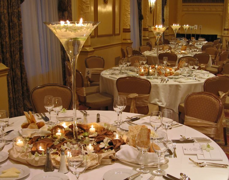 gold and white wedding decorations. The idea is wedding table decorations 1 to blend the theme and do as much of