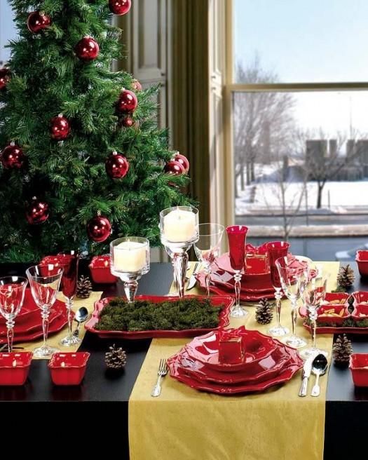 sea creativo con los colores cubriendo la mesa y sillas en tela blanca o marrn y poner la mesa con vajilla y servilletas de papel blanco