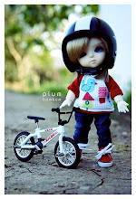 La petite poupée à vélo