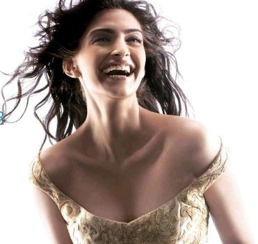 wallpapers of sonam kapoor. Sonam Kapoor in brest photos,