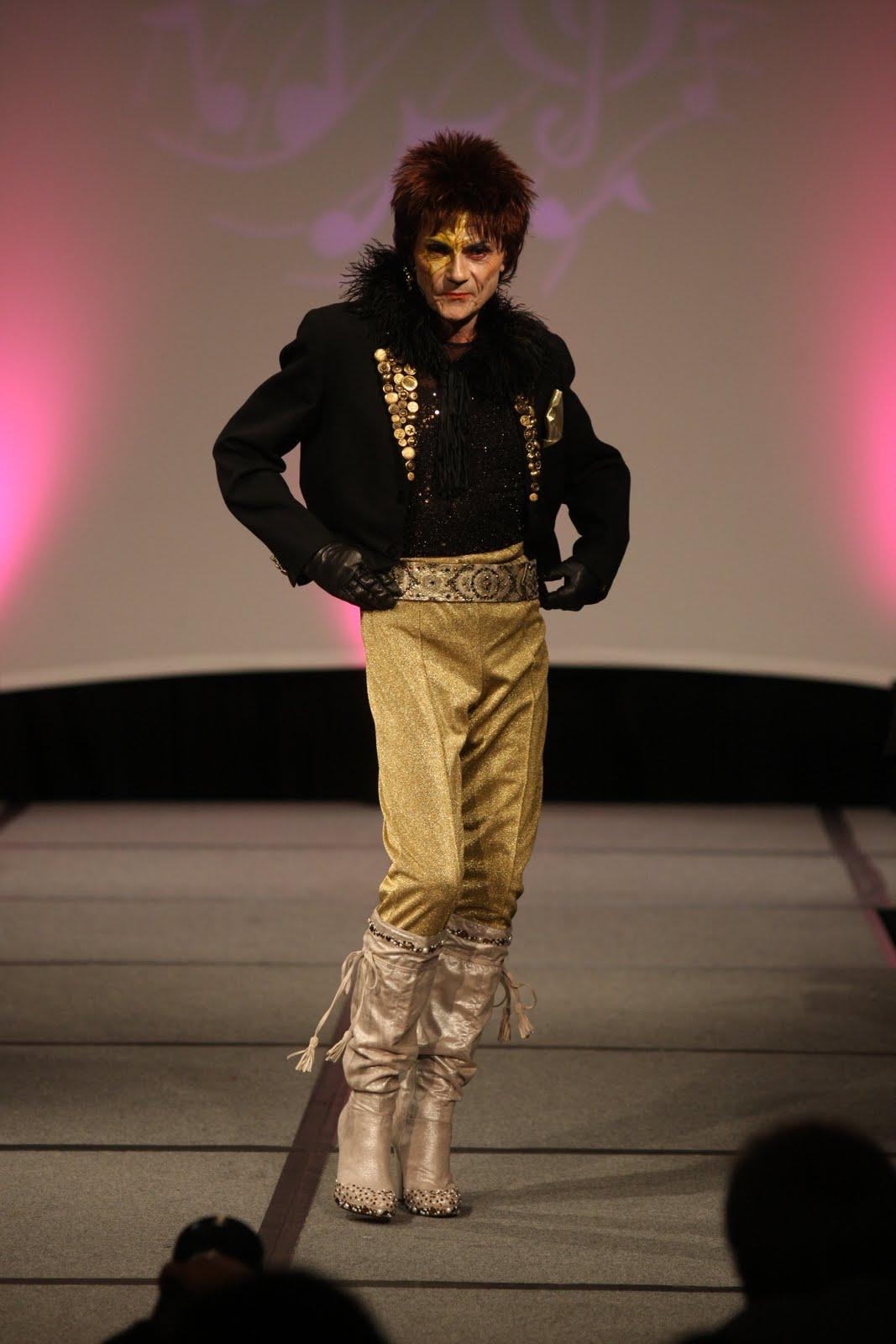 http://4.bp.blogspot.com/_8sEE3QQ02E8/TNR2ALh9SmI/AAAAAAAABSk/1ZQSWFL3B5I/s1600/David_Bowie.JPG