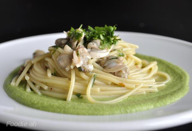 Foodie-ah: Spaghetti alle vongole e crema di broccoli
