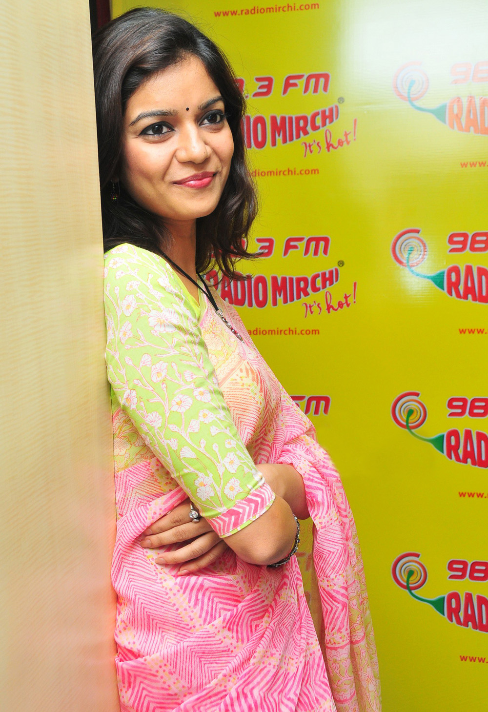 how to get job in radio mirchi