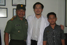 FOTO BERSAMA BAPAK KAPTEN INF TNI AD, PRAJOKO BESAMA ANAKNYA, CHANDRA