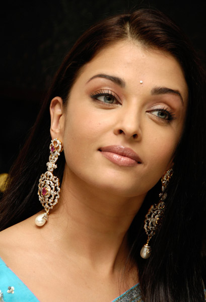 Aishwarya Rai Latest Romance Hairstyles, Long Hairstyle 2013, Hairstyle 2013, New Long Hairstyle 2013, Celebrity Long Romance Hairstyles 2162