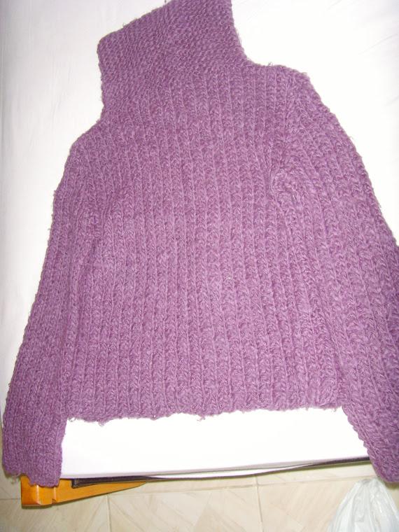 Blusa de lã, Opera Rock, pontos grandes só da para usar com outra por baixo,tem alguns pelos grande