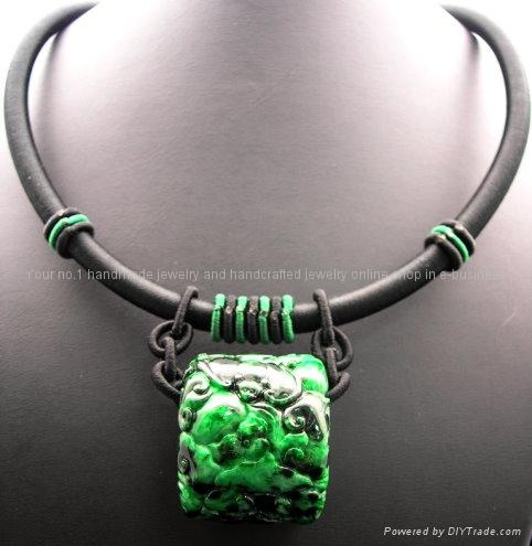 GREEN CHINESE JADE NECKLACE