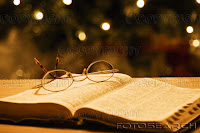 evangélicos - Metade dos pastores evangélicos nunca leu a Bíblia toda  Biblia+oculos