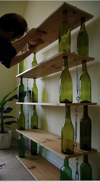 Raft pentru sticle din sticle goale
