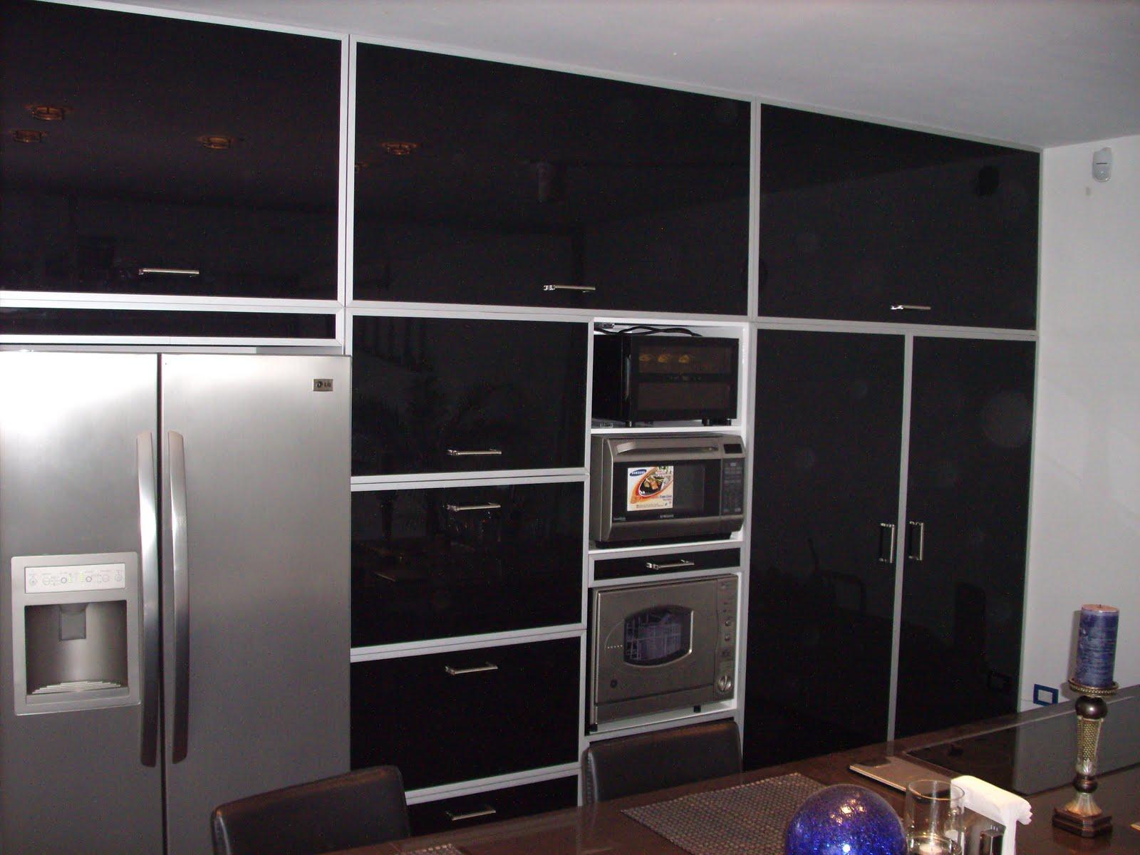 Heynez cocinas modernas abril 2010 for Puertas de frente modernas