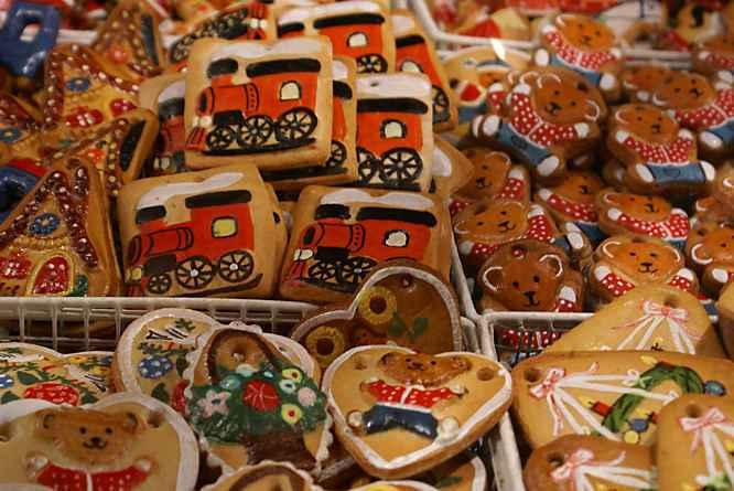 http://4.bp.blogspot.com/_922Cyk-R3Eo/SwvWg09yA1I/AAAAAAAAAM4/yZmDHvqzU24/s1600/holiday-Christmas-market-Weihnachtsmarkt-xmas-german-nuremberg-food.jpg