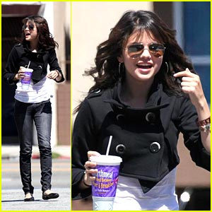 Selena Gomez Facts on Looks De Selena