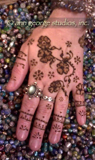 henna design for the back of the hand