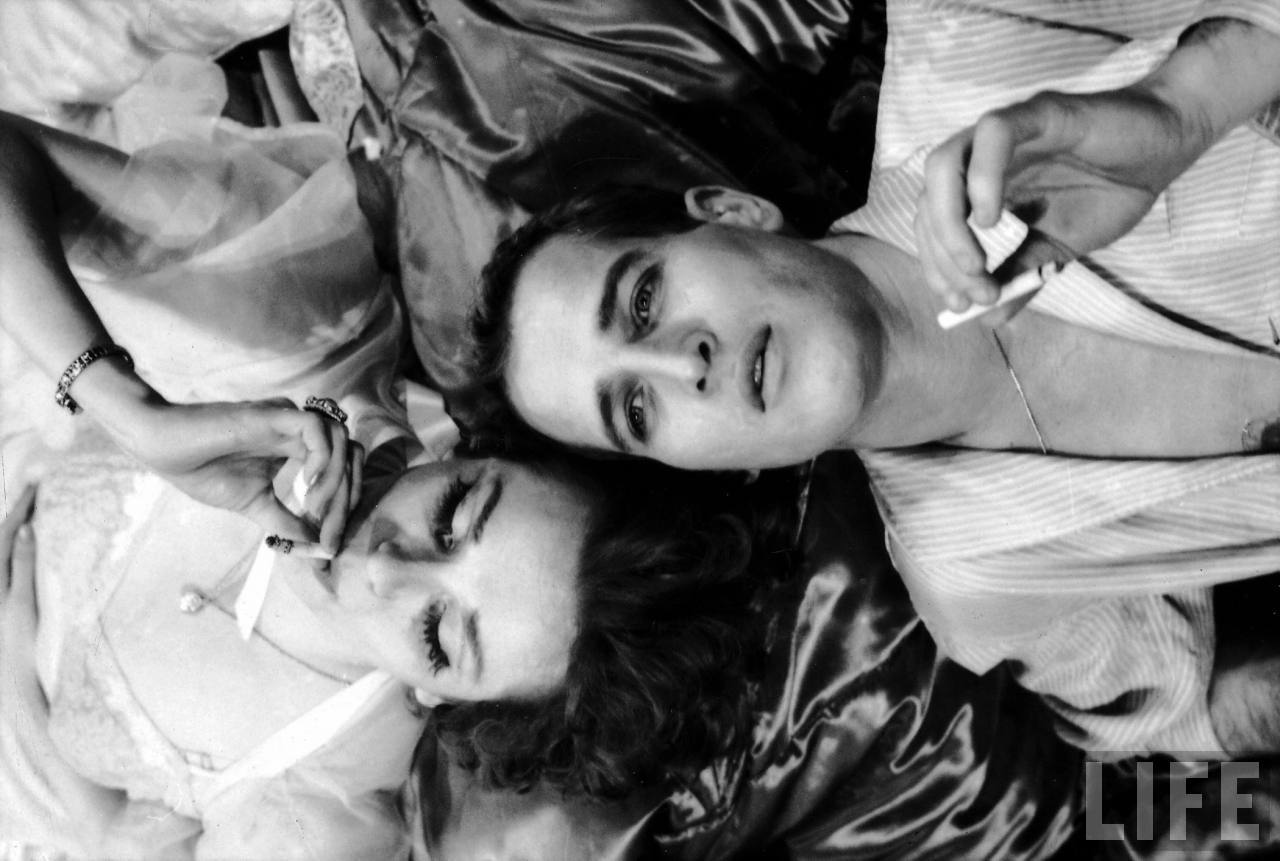 Film noir photos smoking in bed joanne woodward and paul for Paul newman joanne woodward love story