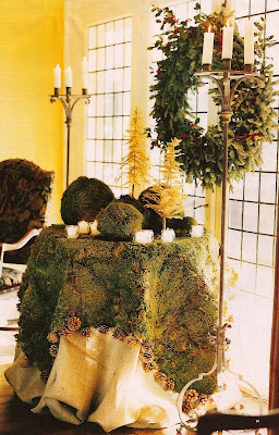 moss tablecloth and decorations