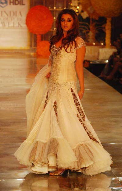 Indian Couture: Aishwarya Rai on Ramp in a White Dress