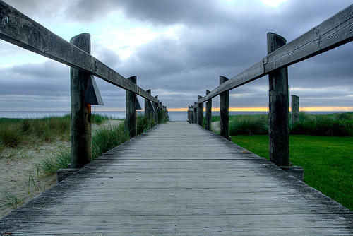 http://4.bp.blogspot.com/_9BwP-UeFRXg/TEYOc9ccznI/AAAAAAAAEHw/mBpzjoZbxQc/s1600/grass-greener.jpg