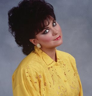 http://4.bp.blogspot.com/_9C0hBP-E884/R6pvgy_YutI/AAAAAAAACOA/6hVuPCnZPxM/s400/Delta_Burke_Suzanne_Sugarbaker.jpg