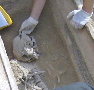 Τάφος του 4ου πΧ αιώνα στη Νέα Σμύρνη! - Σελίδα 2 HPIM4916%CE%B1