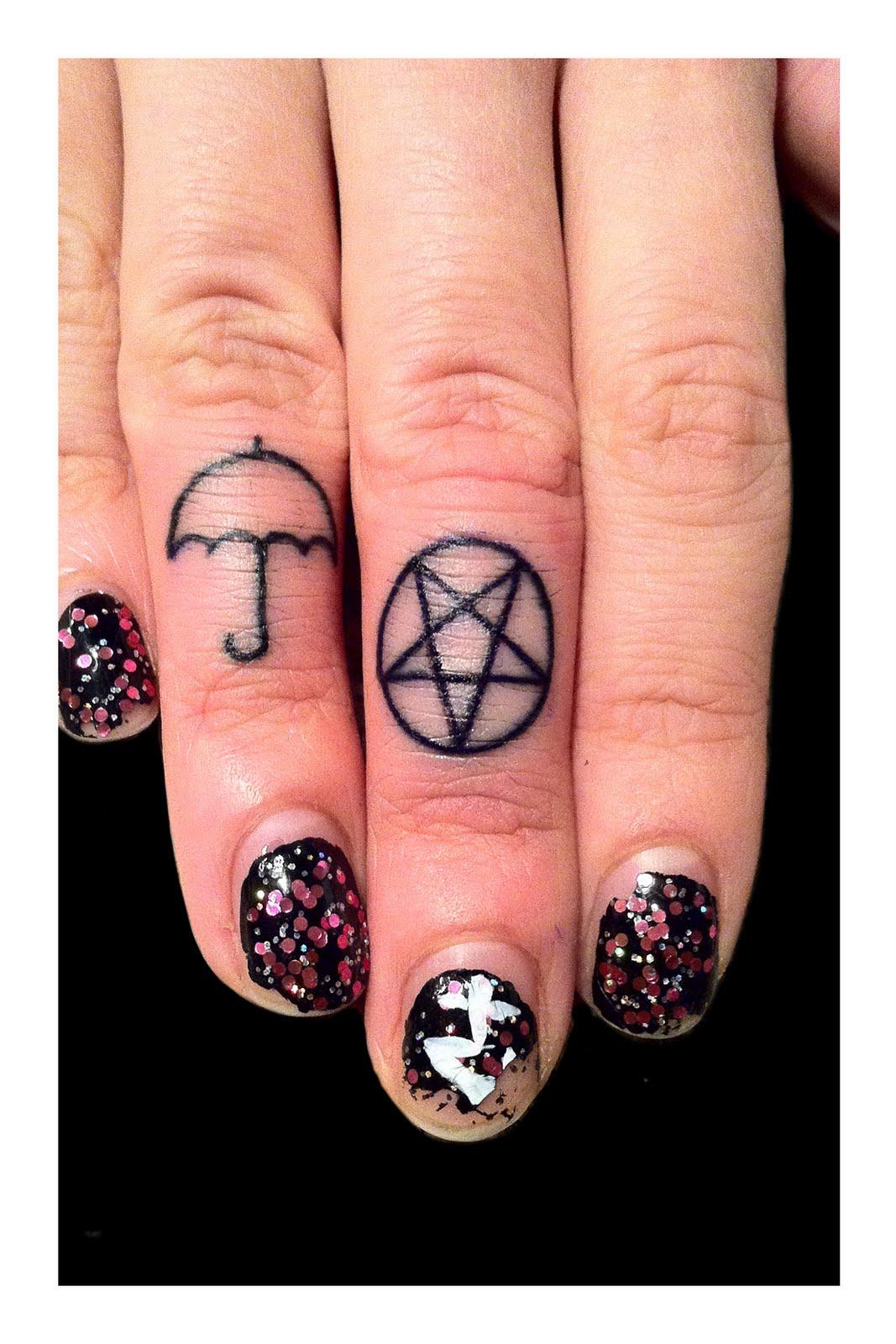 http://4.bp.blogspot.com/_9Ch0UgdfCgs/TQcRS_rrV5I/AAAAAAAAB7A/kIwgUndfVp0/s1600/Kelco_Finger_Tattoo_02.jpg