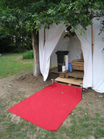 p r grination autour du mariage nos toilettes s ches pour le mariage. Black Bedroom Furniture Sets. Home Design Ideas