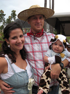 Tmuffin family Handmade Halloween Costumes--A Farming Family