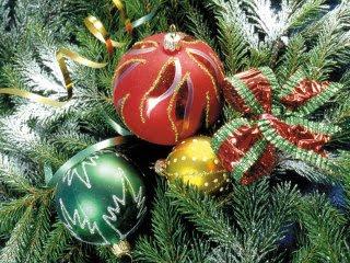 Baloni na Božićnom drvcu download besplatne pozadine slike za mobitele