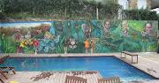 . insectos, nubes, cielo, ramas, arañas que hacen de la piscina un lugar . selva graffiti